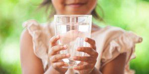 Eliminare le tossine con acqua pura e viva